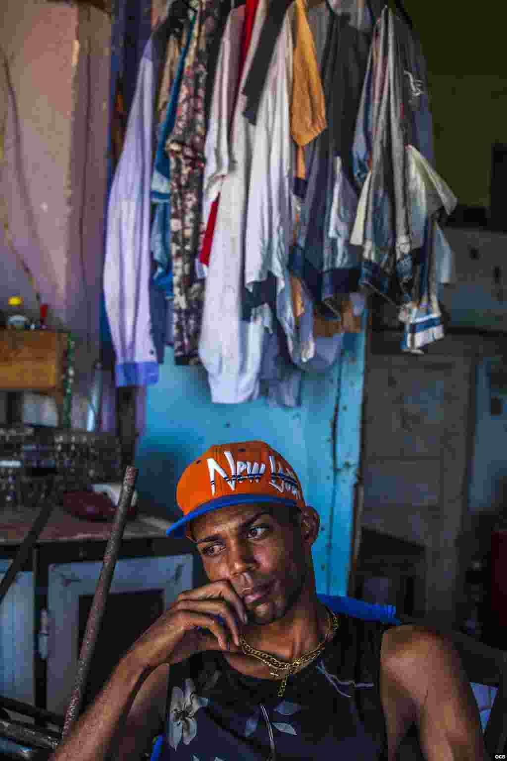 Más de 26.000 cubanos de los 1,7 millones evacuados durante el paso del huracán Irma por la isla el pasado fin de semana aún no han podido regresar a sus hogares y permanecen en albergues o en casas de allegados. Fotos: Angélica Producciones