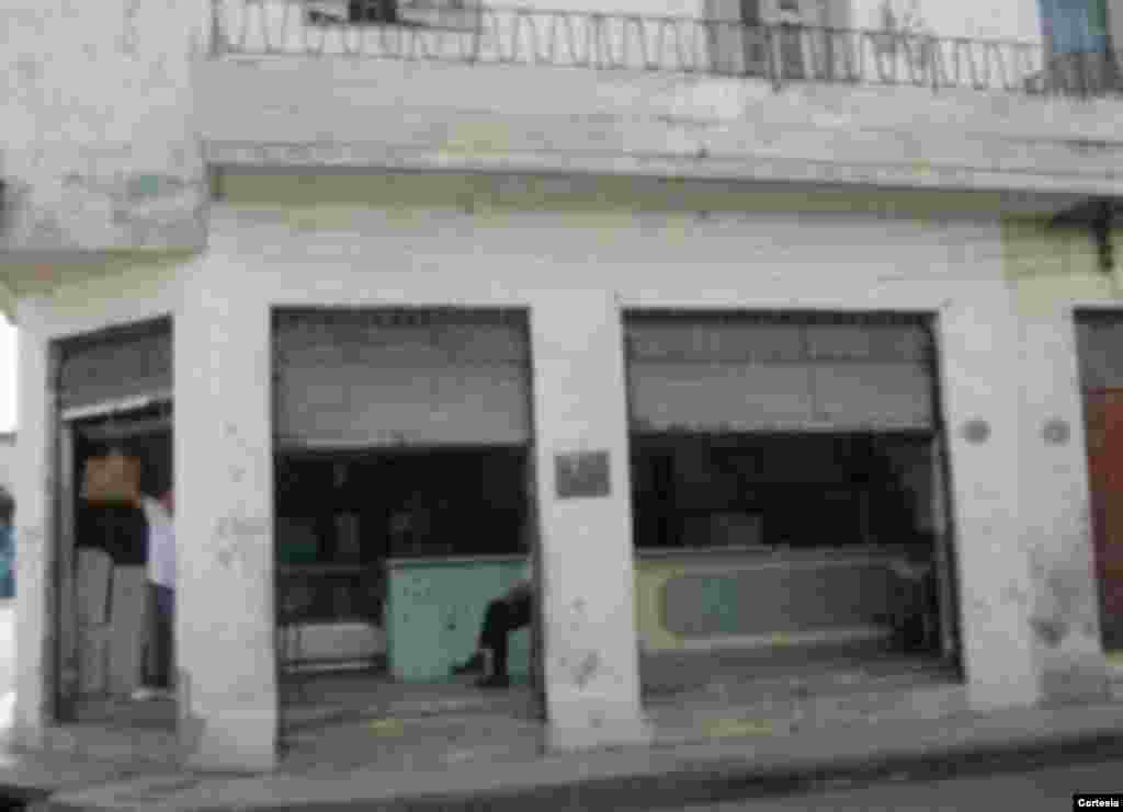Carnicería en la esquina de Árbol Seco y Clavel.