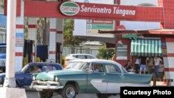 Gasolinera cubana operada por CUPET y el grupo militar CIMEX. Foto: Hablemos Press.