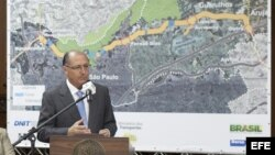El gobernador de Sao Paulo, Geraldo Alckmin, ofrece una rueda de prensa después de firmar contratos con las empresas Acciona e Isolux para el desarrollo de obras viales, en el Palacio de los Bandeirantes, de Sao Paulo (Brasil).