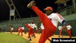 Peloteros cubanos entrenan en el Estadio LAtinoamericano de La Habana. (Foto: Archivo)