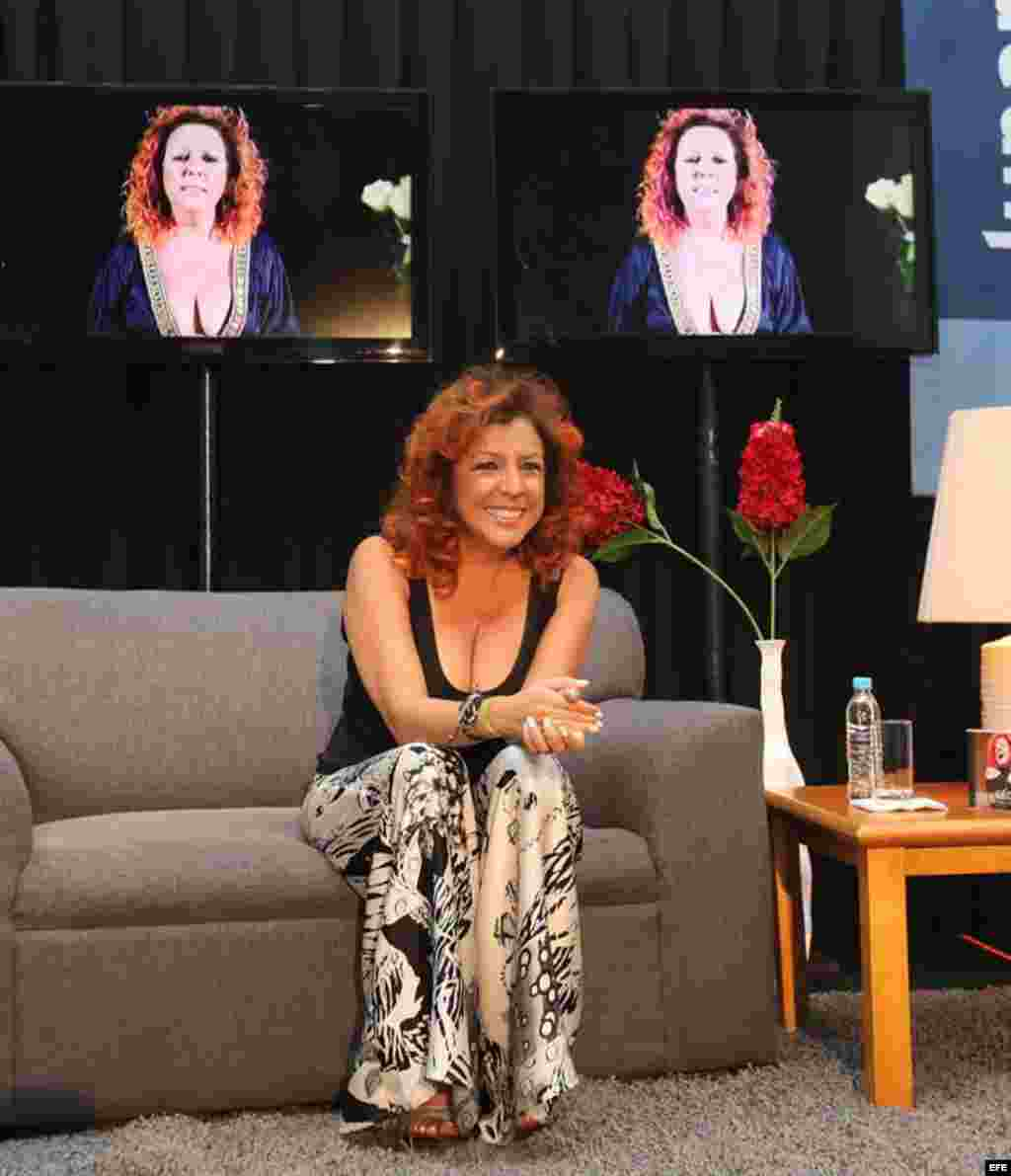 """Albita Rodríguez nominada al Mejor Album de Salsa por su disco una """"Mujer que canta""""."""