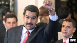 El diario lamenta que UNASUR haya reconocido a Maduro en una apurada cumbre a puerta cerrada en Lima.