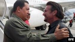 El actor Sean Penn con su amigo, ya fallecido, Hugo Chávez.