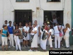 Damas de Blanco foto Angel Moya