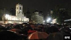 Manifestantes se concentraron en febrero de 2015, tras la marcha convocada por los fiscales argentinos en homenaje al fiscal Alberto Nisman en la Plaza de Mayo en Buenos Aires (Argentina).