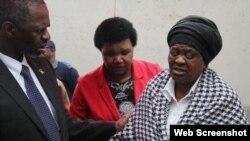 Funcionario de Salud, Sibongiseni Dhlomo, visitó a familiares de los estudiantes ahogados en Cuba el fin de semana.
