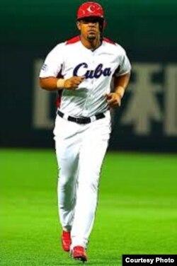 """Slugger: José Dariel """"PIto"""" Abreu, bateó para .453 en la serie 2010-2011, incluidos 33 jonrones."""