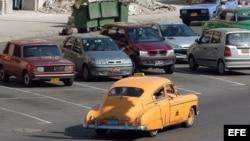 Miles de vehículos de la primera mitad del siglo XX, fundamentalmente de fabricación estadounidense, circulan por Cuba como auténticos museos rodantes.