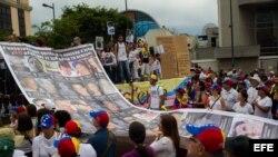 Manifestantes contra Nicolás Maduro, sábado 10 de mayo del 2014, en Caracas (Venezuela).
