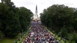 Caída del Papa Francisco durante una misa en Polonia