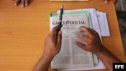 La enorme burocracia estatal es uno de los frenos para los cambios económicos en la isla, dice el Monitor.