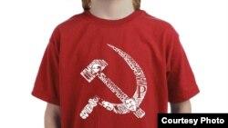 Camiseta en venta en Walmart con hoz y martillo