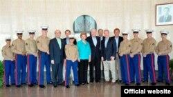 Una delegación de legisladores estadounidenses encabezada por el senador Patrick Leahy visitó la Sección de Intereses de los Estados Unidos en La Habana