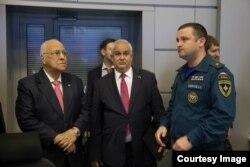 Cabrisas en Rusia con funcionarios del ministerio de emergencias.