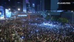 Miles de manifestantes siguen desafiando al régimen chino en las calles de Hong Kong