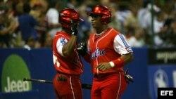 Yoennis Céspedes cuando juega en el equipo Cuba