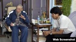 El presidente de Bolivia, Evo Morales, con Fidel Castro el 22 de agosto.