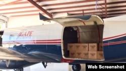 Voluntarios cargan ayuda humanitaria con destino a Cuba