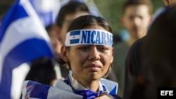Cientos de nicaragüenses sostienen que la solución de la crisis en Nicaragua pasa por la renuncia de Daniel Ortega. (Archivo)