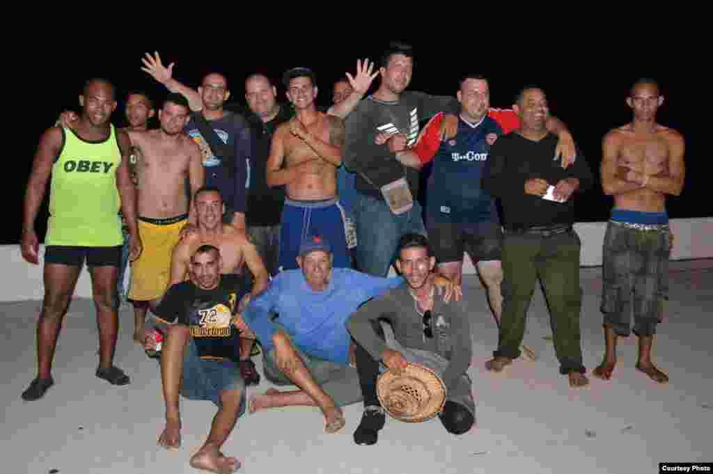 Cubanos detenidos en Cayo Hueso.