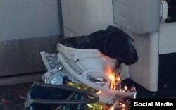 Aparentemente el explosivo detonado esta mañana en un vagón del metro de Londres fue dejado en este cubo blanco (Twitter)