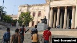 Escalinata de la Universidad de La Habana.