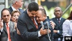 Nicolás Maduro y Diosdado Cabello, tras la sesión legislativa del sábado, en que Cabello fue reelegido presidente de la Asamblea Nacional