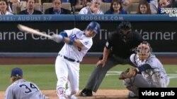 Yasmani Grandal dispara su segundo de tres jonrones en un juego, igualando un récord para un receptor de los Dodgers.