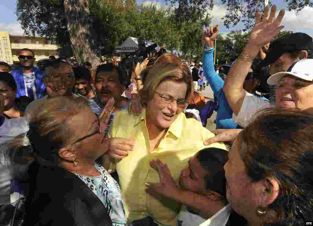 La congresista republicana Ileana Ros-Lehtinen, actual presidenta del Comité de Asuntos Exteriores de la Cámara de Representantes, obtuvo el 61 por ciento de los votos, para seguir representando al distrito número 18 del que ha sido miembro desde 1989.