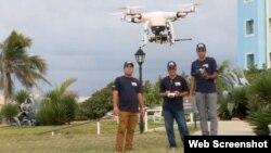 El grupo de ingenieros que creó el Drone criollo. Foto: Captura de imagen de video de CNN.