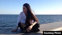 Yoani Sánchez en el Malecón de la Ermita. (3-28-2013)
