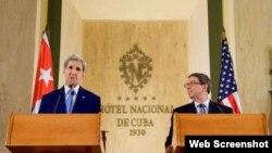 John Kerry y Bruno Rodríguez (i-d) en el Hotel Nacional de Cuba.