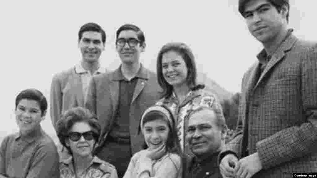 Foto familiar en el exilio en España (1966)