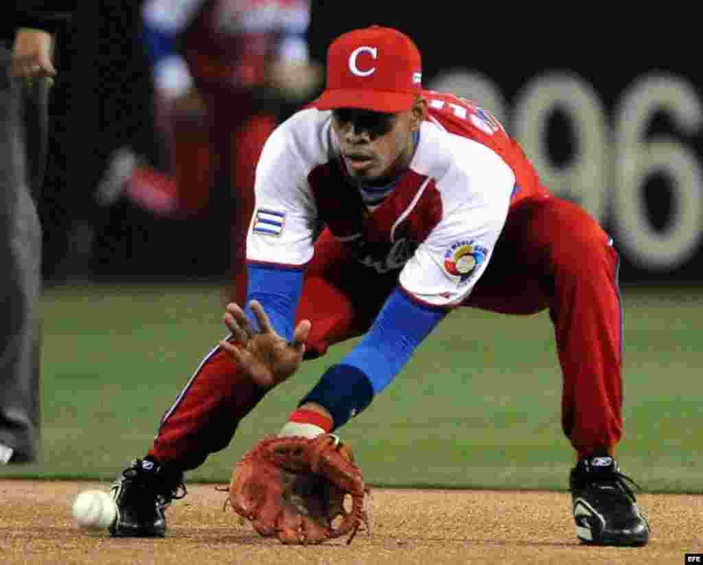 Héctor Olivera, 2da base.