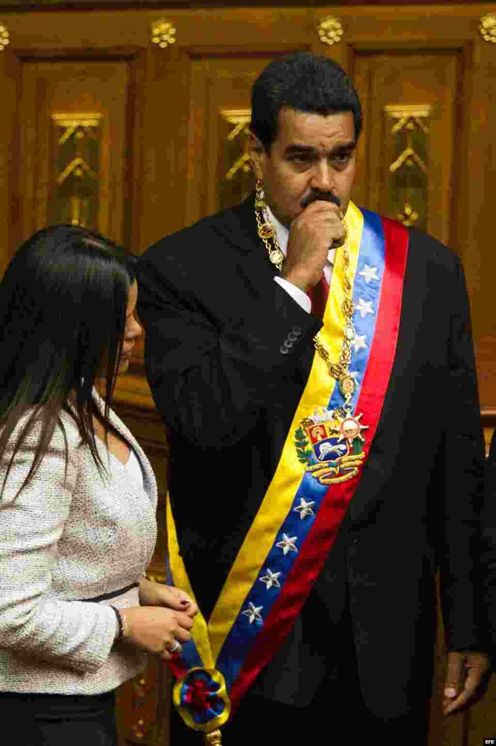 Nicolás Maduro con la banda presidencial.