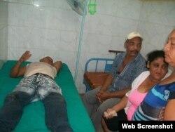 Lesionados en el accidente reciben atención médica en el hospital Celia Sánchez Manduley.