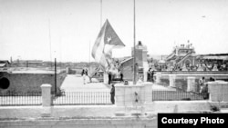 El 20 de mayo de 1902 la bandera de Cuba ondeó por primera vez en edificios públicos como el Palacio de Gobierno en la Plaza de Armas.