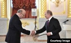 Embajador de Brasil en Rusia presenta cartas credenciales.