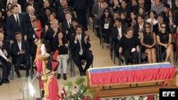 El Príncipe Felipe junto a presidentes, jefes de Gobierno y representantes de más de un centenar de países, durante los funerales del presidente Hugo Chávez oficiados en la Academia Militar de Caracas.