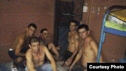 El grupo de cubanos, cuando estaban detendidos en Nicaragua.