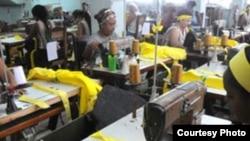 En Santa Clara, producen masivamente cintas amarillas para reclamar liberación de los espías de la Red Avispa.
