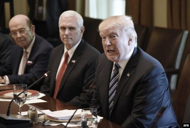 El presidente de los Estados Unidos, Donald Trump antes de la reunión con su homólogo argentino, Mauricio Macri (no fotografiado), en la Casa Blanca.