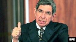 El presidente de Costa Rica, Oscar Arias, ofrece una rueda de prensa (Archivo)