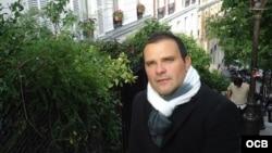 Dos cubanos por el mundo: el poeta William Navarrete y el entrenador de boxeo Julián A. Monés