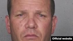 """Yosmani Núñez, alias """"El Gato"""": 6 años y 3 meses por el robo de $50 millones en medicamentos en Connecticut."""