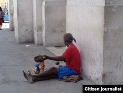 Reporta Cuba. Mendigo en La Habana. Foto: Bárbara Fernández.