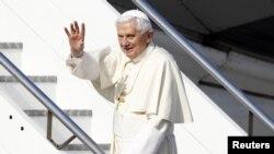 Papa parte de Italia para Mexico