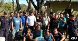 Detenidos en Honduras: centenares de cubanos en edad laboral escapan de la isla.