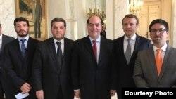 Líderes opositores venezolanos con el presidente de Francia.